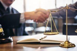O acesso à justiça e os meios de composição e conflitos